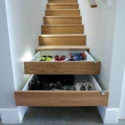 20 Цікавих ідей по використанню вільного місця під сходами