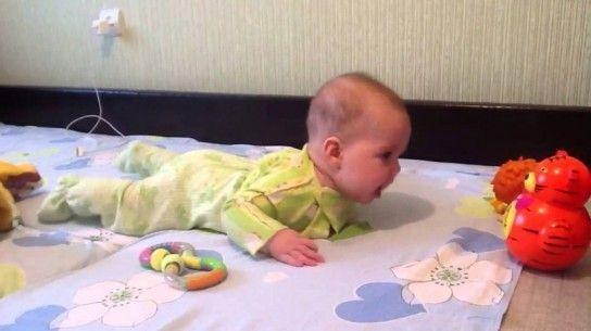 Що вміє робити дитина в 4 місяці?