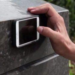 Антигравітаційний чохол дозволяє прикріпити телефон до будь-якої поверхні