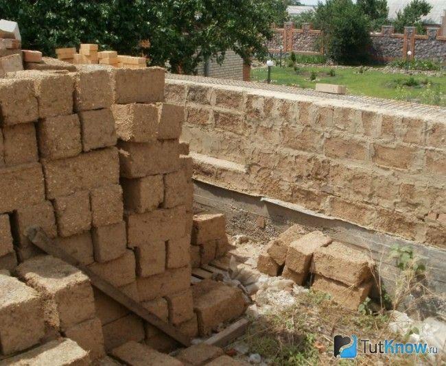Блоки з легкого саману для будівництва лазні