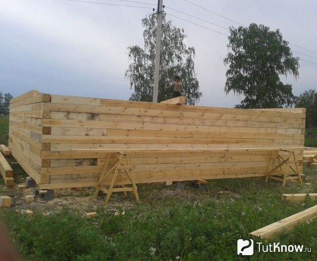 Будівництво стін лазні з бруса