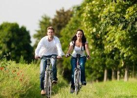 Чоловік і жінка на велопрогулянки