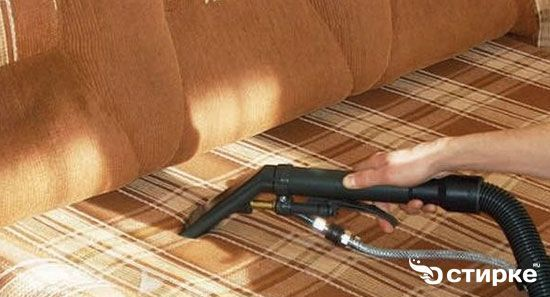 чистка дивана пилососом
