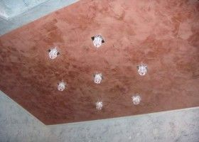 Декоративна штукатурка на стелю: особливості нанесення