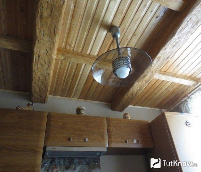 Дерев`яна стеля на кухні
