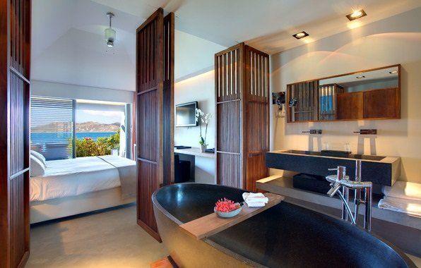 Ванна кімната, поєднана зі спальною кімнатою