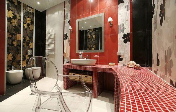 Фотографія ванної кімнати з вливанням червоного кольору в інтер`єр
