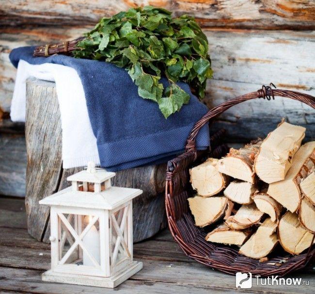 Плетені стіс з дровами в лазні