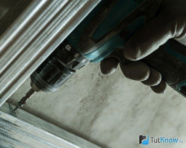 Кріплення профілю для гіпсокартонної стелі
