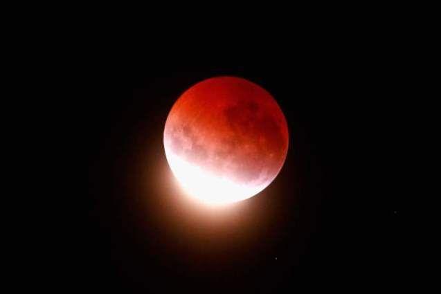 Фотографії місячного затемнення 4 квітня 2015