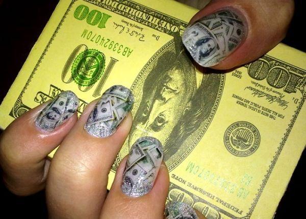Газетний дизайн нігтів
