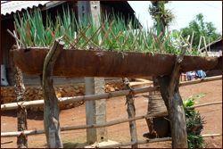 «Генеральне прибирання» в саду: що робити з кольоровим металом, шифером і лійками?