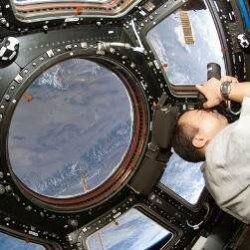 Як астронавти роблять прибирання на мкс