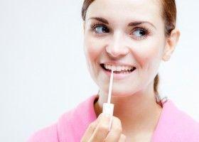 Як використовувати масло чайного дерева для відбілювання зубів