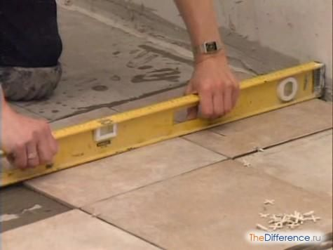 Як клеїти плитку на стелю?