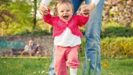 навчити малюка ходити
