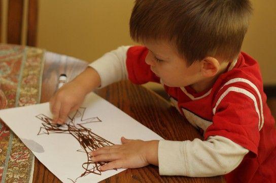 дитина малює