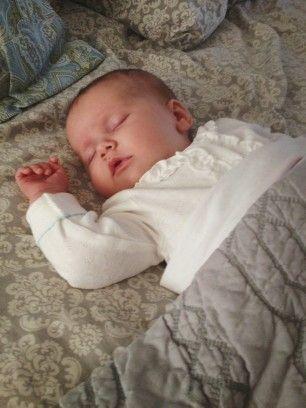 дитина спить сам