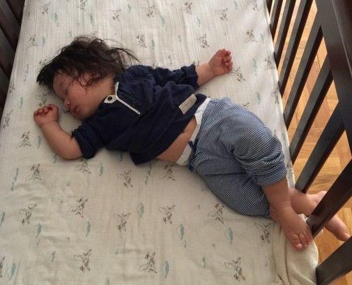 як малюк засинає сам
