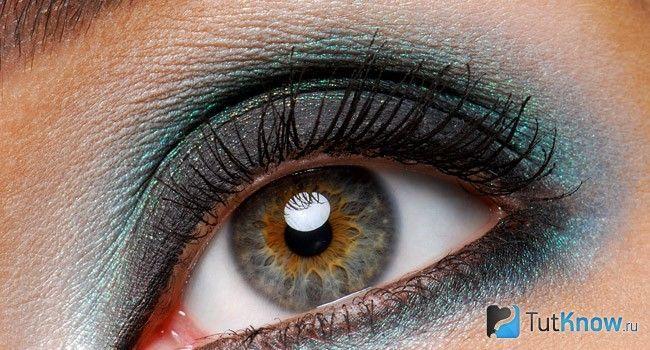 Темно-сірий колір очей