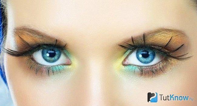 Блакитний колір очей