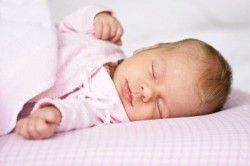 Як почистити носик новонародженому