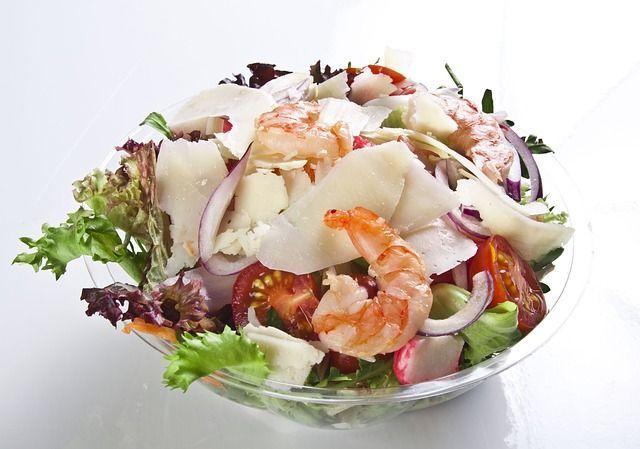 з креветками салат