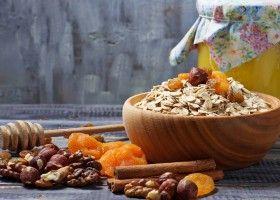 Як приготувати суміш із сухофруктів з медом для імунітету