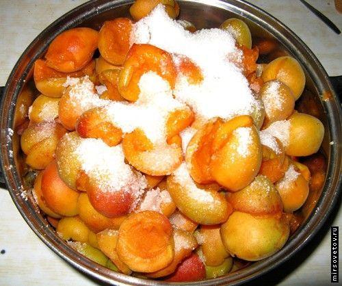 Як приготувати варення з абрикосів