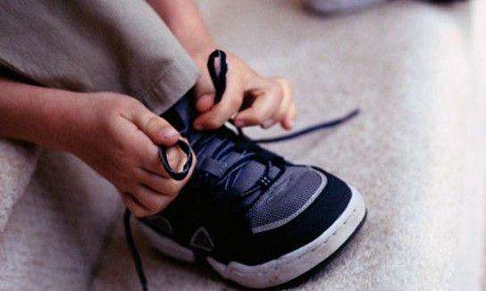 як навчити дитину зав`язувати шнурки