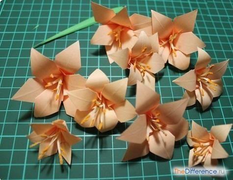 kak-sdelat-cvety-iz-salfetok-7