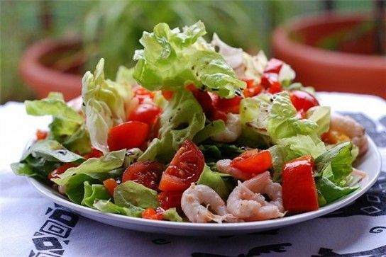 Як приготувати салат з огірків і помідорів?