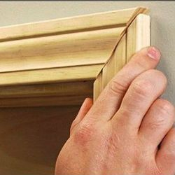 Як встановити наличники на двері?