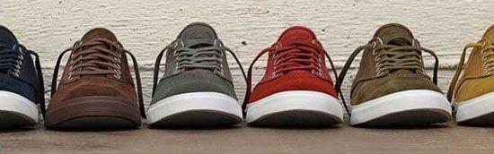 кольорові кросівки