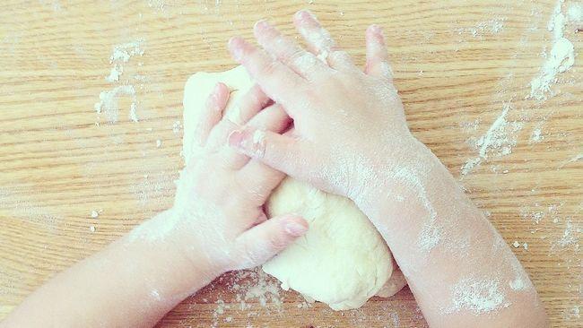 Як грати з дитиною на кухні