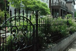 Як вибрати ковані огорожі і ворота: інструкція від компанії master company