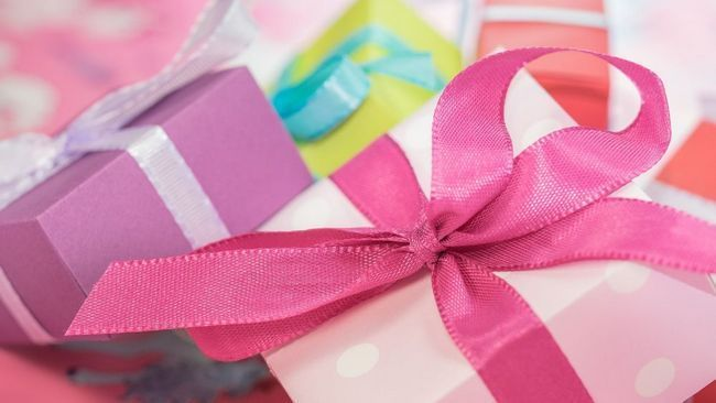 Як вибрати подарунок на день матері: поради для дитини будь-якого віку