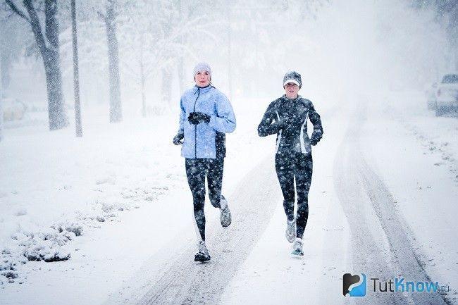Люди на зимовій пробіжці