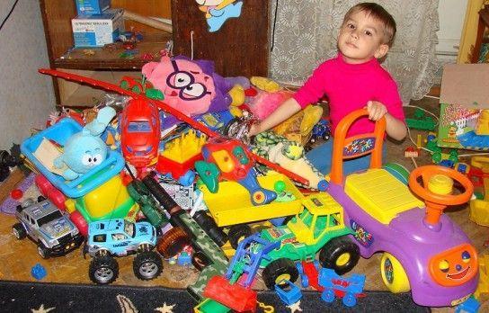 Які іграшки не потрібні дитині в 1 рік?