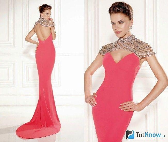 Рожеве плаття для святкування Нового року
