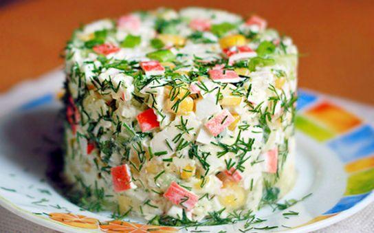 Який салат можна зробити з крабових паличок: смачні рецепти