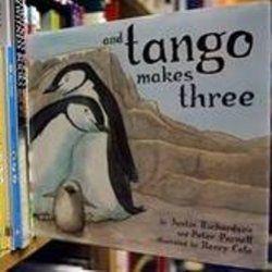 Книгу про пінгвінів нетрадиційної орієнтації хочуть вилучити з бібліотек