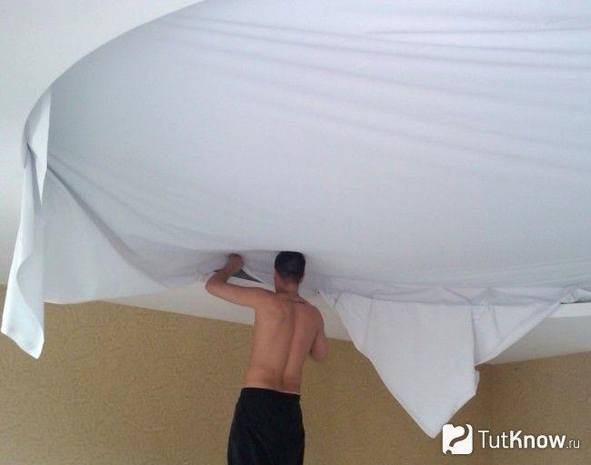 Монтаж тканинного полотна на стелю