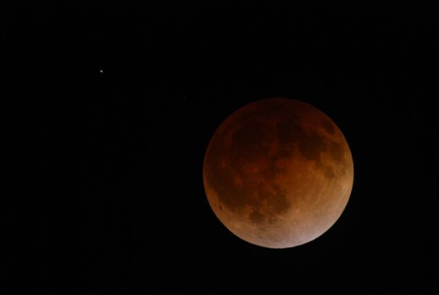 Кривава місяць: місячне затемнення 8 жовтня 2014