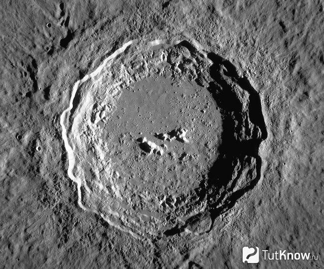 Кратери і моря на Місяці