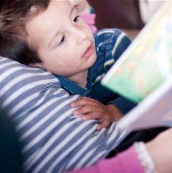 Матері, які підтримують своїх дітей, сприяють їх інтелектуальному розвитку