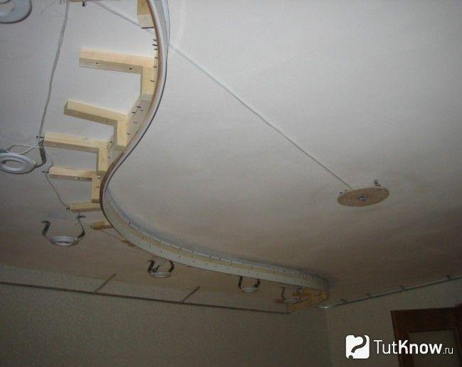 Монтаж електричної проводки під натяжною стелею