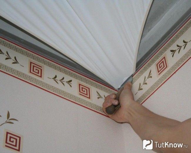 Гарпунний метод монтажу натяжної полотнища