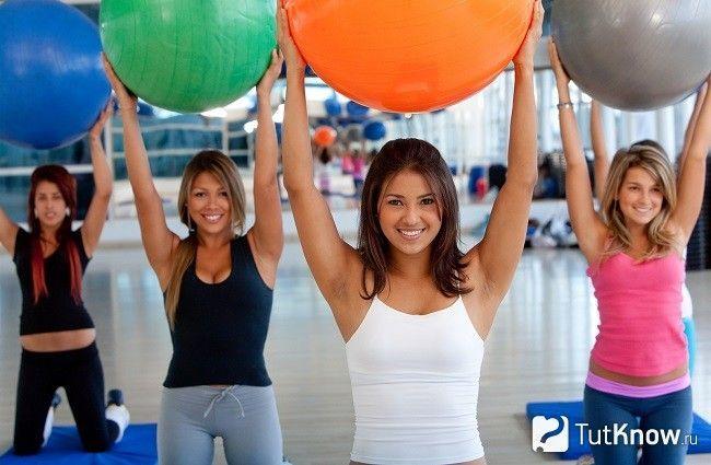 Дівчата з фитболами