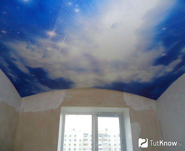 Натяжна стеля «Арка з хмарами»